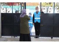 Siirt Belediyesi ihtiyaç sahibi vatandaşlara gıda paketi dağıtıyor