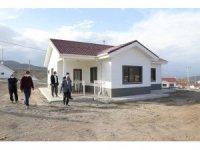 Bulutlu'daki deprem evlerinin geçici kabulü yapıldı