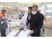 Başkan Yıldızkaya, Mehmet Akif Mahallesi'nde kurulan gönül sofrasında vatandaşlarla buluştu