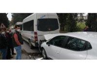 Otomobil, servis minibüsüne çarptı: 1 yaralı