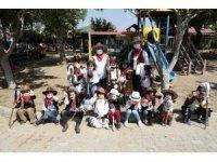 120 çocuk 23 Nisan'ı Masal Köyü'nde kutladı