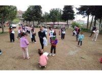 Pervin öğretmen köy çocuklarına umut oluyor