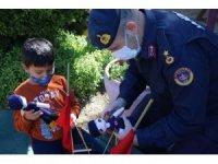 Jandarma'dan çocuklara 23 Nisan hediyesi