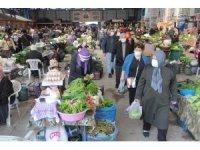 Sinop'ta 3 günlük kısıtlama öncesi pazarda yoğunluk
