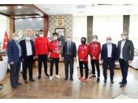 Körfezli sporcular Antalya'dan madalya ile döndü