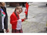 Kadıköy'de dans ve müzik eşliğinde 23 Nisan coşkusu