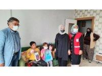 Yeşilyurt Kızılay, 23 Nisan'da çocukları unutmadı