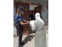 Cizre polisinden ihtiyaç sahibi ailelere gıda yardımı