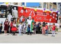 Sivrihisar Belediyesi bayram otobüsüyle çocuklara hediye dağıttı