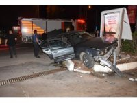 İzmir'de nefes kesen kovalamaca: Polis otosuna çarpıp kazaya sebebiyet veren şüpheli gözaltında