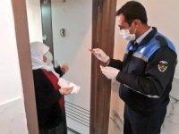 Evde kalan vatandaşların imdadına zabıta yetişiyor