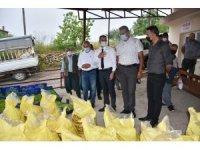 Tarsus Belediyesinden doludan zarar gören çiftçileri 7 ton gübre, 50 bin marul fidesi