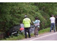 Sinop'ta otomobil yoldan çıktı: 1 yaralı