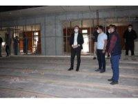 Hizan Kaymakamı Yelek, Kültür Merkezi binasında incelemelerde bulundu