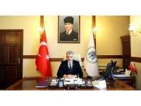 """Erzincan Valisi Mehmet Makas: """"Hayatını evlatlarına adayan, hakları hiçbir değerle ödenemeyecek tüm annelerimizin Anneler Günü kutlu olsun"""""""