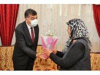 Fadıloğlu, şehit annesinin anneler gününü kutladı