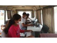 Tarım işçilerinin çocukları EBA Mobil Destek aracıyla eğitimlerini sürdürüyor
