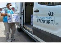 Esenyurt'ta gıda kolisi ve sıcak yemek dağıtımları devam ediyor