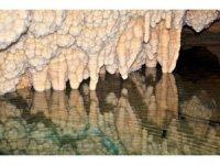 Ericek Gümüşkaya Mağarası görenleri hayran bırakıyor