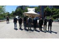 Vali Gürel, kontrol noktalarındaki polislerin bayramını kutlayarak, halkı uyardı