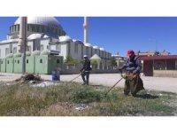 Kozan'da  bayram öncesi türbelerin bakımı yapıldı