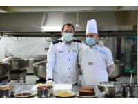 Başkan, önlük giyip Sevgi Evleri'ndeki çocuklar için mutfakta tatlı yaptı
