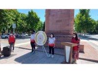 Malatya'da Atatürk anıtına çelen sunuldu