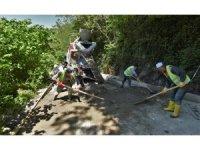 -Altınordu'da beton yol seferberliği sürüyor