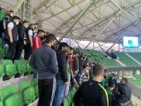2. Lig Play-Off Çeyrek Final maçı 15 dakika gecikmeli başladı