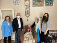 Başkan Özbek'ten yılın annesine ziyaret
