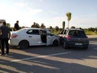 Mıcıra kapılan otomobil kaza yaptı: 1 yaralı