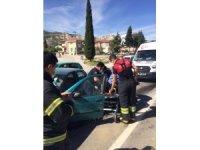 Burdur'da trafik kazasında otomobil devrildi: 2 yaralı