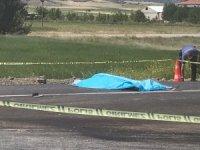 Kamyonetin çarpması sonucu araçtan fırlayan sürücü hayatını kaybetti