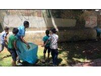 Kızıltepe'de çocuklar parkta çöp topladı