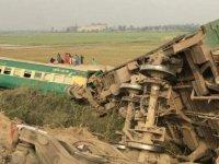 Ülkeyi sarsan kaza: İki tren çarpıştı, onlarca ölü var