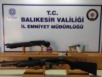 Balıkesir'de polis 24 aranan şahsı yakaladı