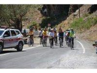 Türkiye'nin dört bir tarafından Şırnak'a gelen sporcular, huzurun sağlandığı dağlarda bisiklet sürdü