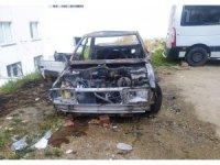 Esenyurt'ta çocuklar oyun oynarken iki aracı yaktı