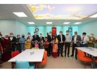 Şahinbey'den gençlere halı saha ve z kütüphane