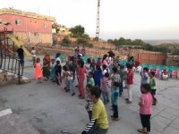 Gönüllü öğretmenler çocukları müzikle buluşturuyor
