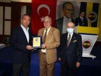 Ali Koç ve Vefa Küçük, YDK üyelerine plaketlerini verdi