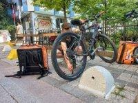 """Kadıköy'de bisikletle çevre dostu teslimat: """"Patronsuz Kurye"""""""