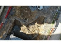 Maltepe'de kanalizasyon çalışması durdu, kazı alanı müsilaj doldu