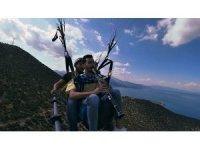 Eğirdir Gölü'ndeki su kaybına dikkat çekmek için gökyüzünde klarnet çaldı