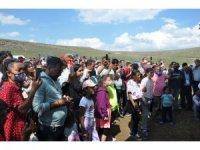 Hakkı Bulut SMA hastası çocuk için Kars'ta sahneye çıktı