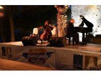 Genç sanatçılar Güvercinada'da konser verdi