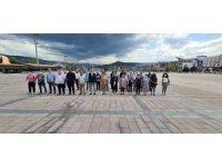 Karabük'te gazeteciler anıta çelenk koydu
