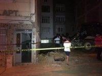 Sultangazi'de inşaat sahasındaki kazı nedeniyle iki binada kayma meydana geldi