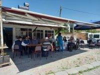 Mobil aşı ekipleri kahvehanelerde aşı yapıyor