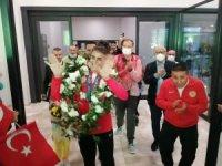 Olimpiyat üçüncüsü milli tekvandocu Hatice Kübra İlgün yurda döndü